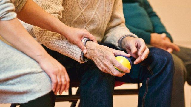 การดูแลผู้สูงวัยในครอบครัว