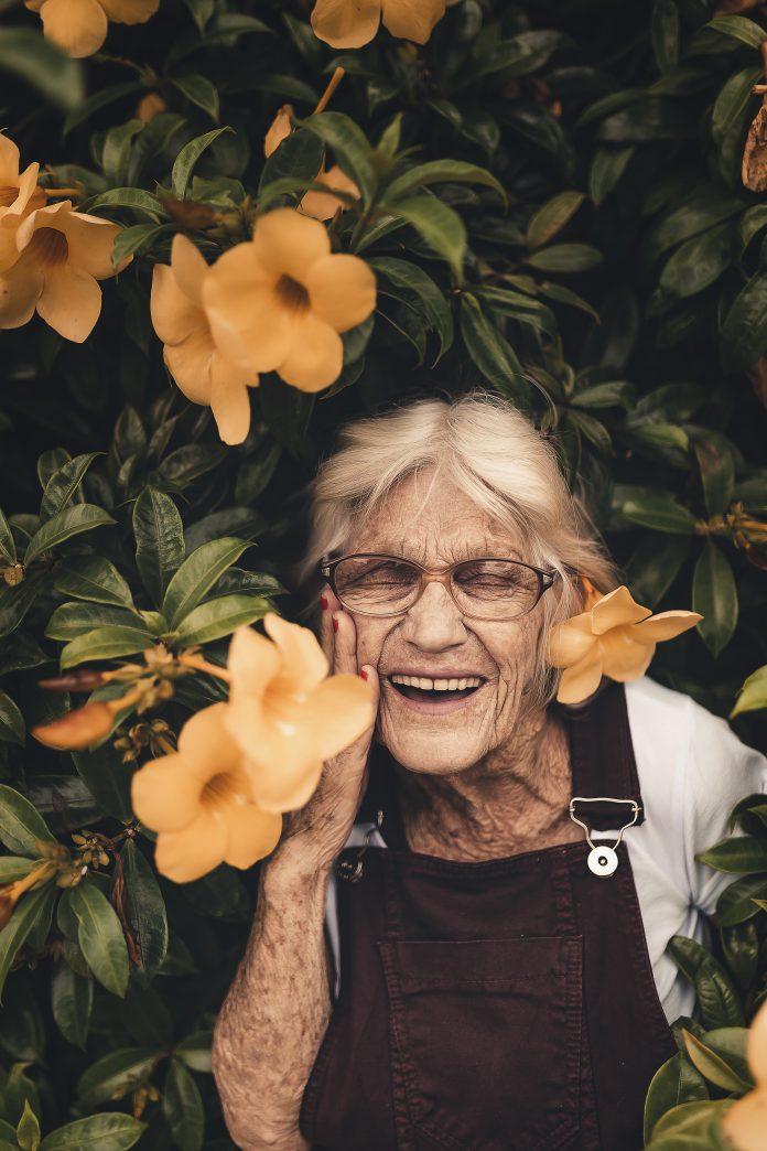 5 วิธีดูแลผู้สูงอายุให้มีความสุข